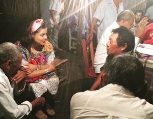 Campaña en Quintana Roo. Giselle Perezblas en una reunión con gente de la zona zona maya.