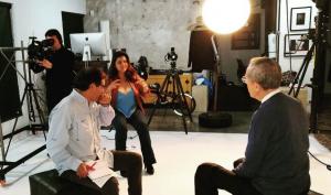 Giselle Perezblas: Campaña Colombia. Giselle Perezblas en entrenamiento de medios y filmación con el senador Antonio Navarro Wolff